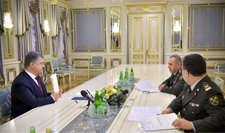 Порошенко подписал закон, позволяющий военным разрывать контракты - фото 1