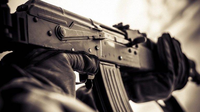 Прибывшие на место органы правопорядка пытаются выяснить причины стрельбы - фото 1