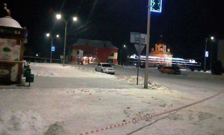 Неизвестные расстреляли толпу местных жителей в Олевске - фото 1