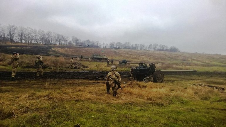 Украиснкие военные ведут бои с боевиками - фото 1