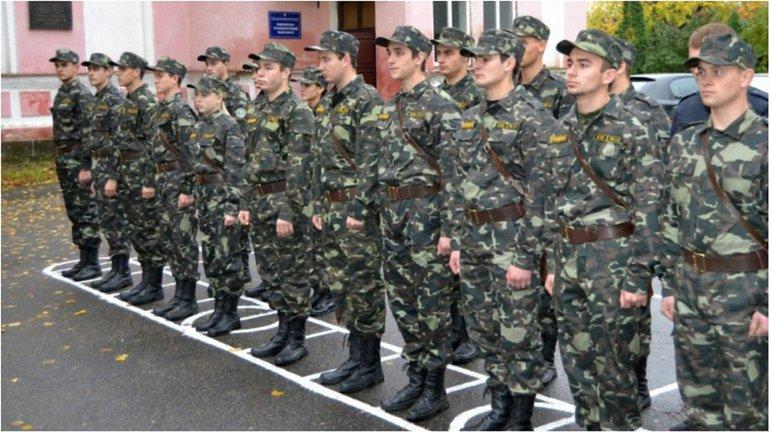 В центре внимания - выпускники военных кафедр - фото 1