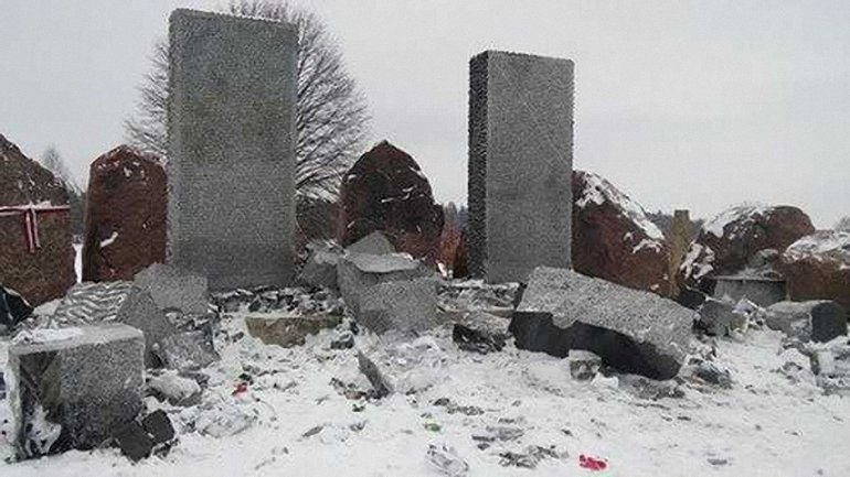 Львовский облсовет решит вопрос о восстановлении памятника полякам - фото 1