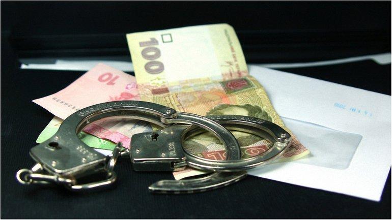 Проректор требовал от студента 25 тыс. гривен - фото 1