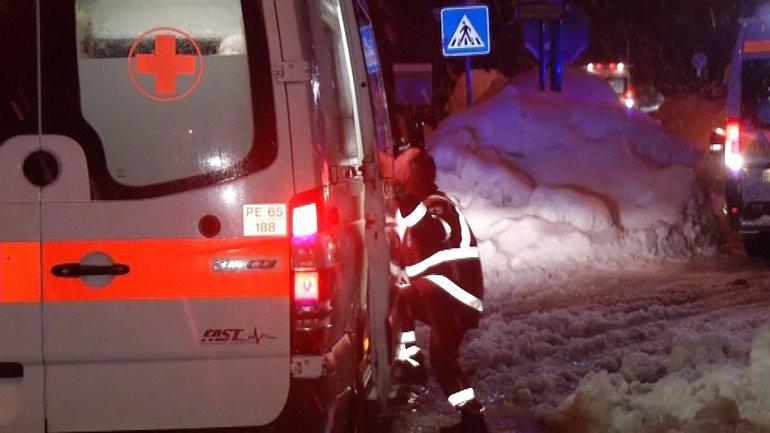 Из-за лавины, сошедшей на итальянский отель, погибли не менее 30 человек - фото 1