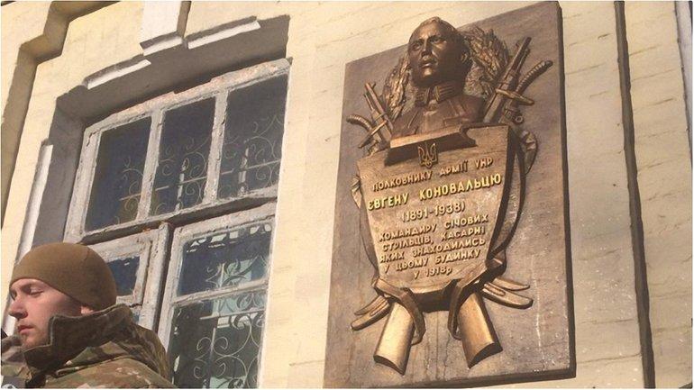 Памятную доску установили на здании по улице Сечевых Стрельцов - фото 1