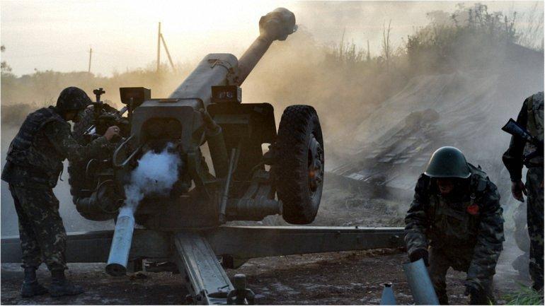 Во время обстрелов был ранен украинский военнослужащий - фото 1