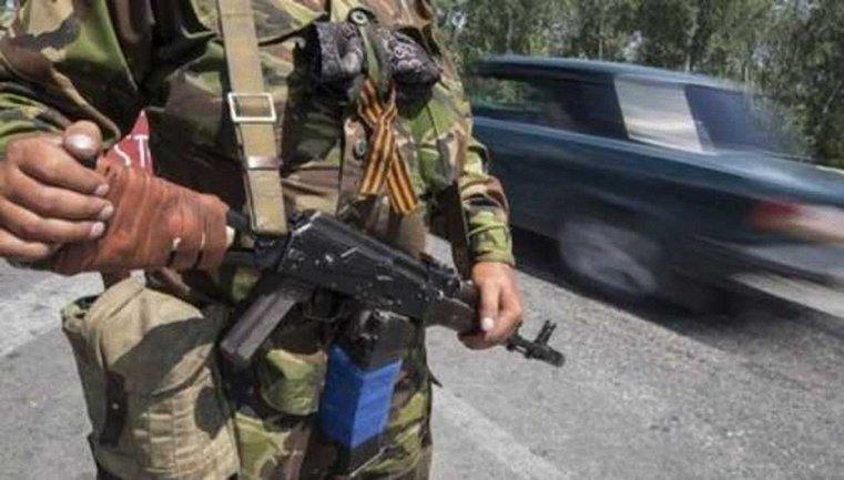 Боевики пришли в школу с оружием, и начали угрожать детям и преподавателям - фото 1