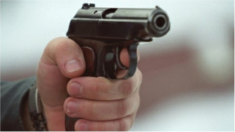 По словам очевидцев, стрелявшие скрылись на автомобиле с донецкими номерами - фото 1