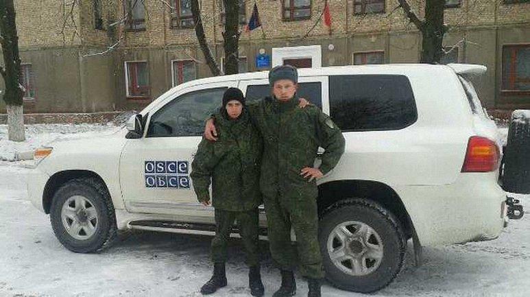 Боевики даже не стесняются фотографироваться на фоне авто ОБСЕ на территории интерната - фото 1