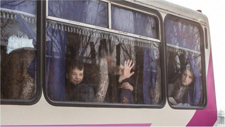 Школьники из Авдеевки получили право на особую социальную защиту  - фото 1