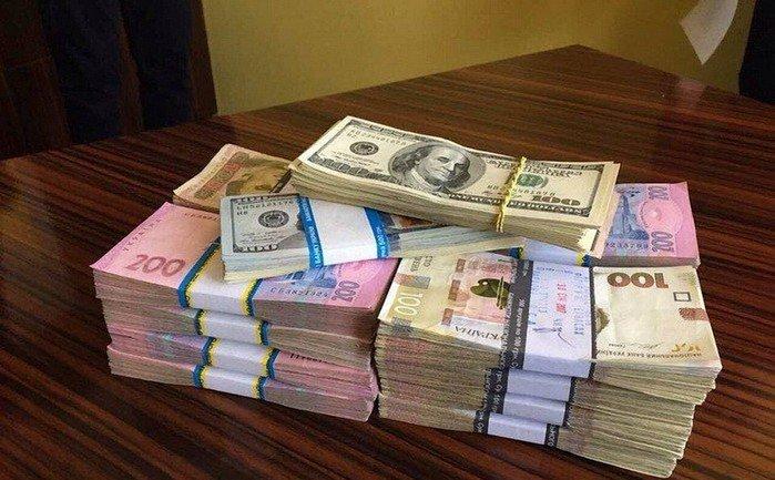 """Во время обыска было изъято 300 тыс. гривен и """"черную бухгалтерию"""" - фото 1"""