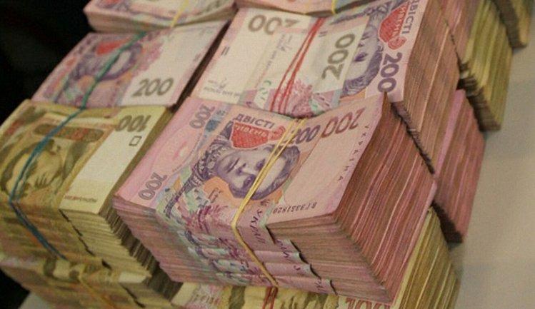 """При обыске было изъято 236 тыс. гривен наличными и товара на 830 тыс гривен и """"черная бухгалтерия"""" - фото 1"""