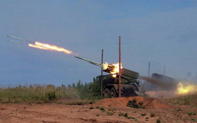 Боевики накрыли украинских военных из ствольной артиллерии, РСЗО и минометов - фото 1