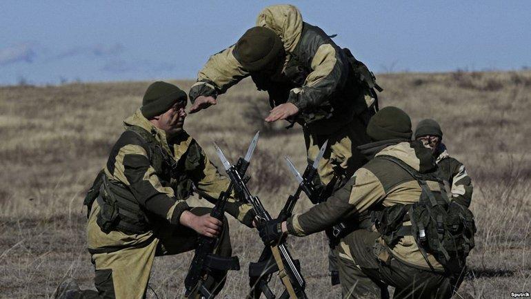 Российские военные проводят в Крыму незаконные учения - фото 1