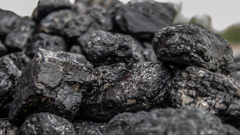 Боевики отправили 95 вагонов угля с незаконно захваченных украинских шахт  - фото 1