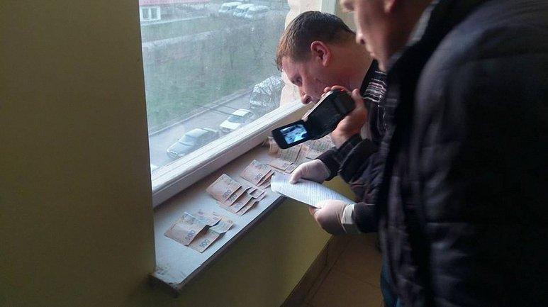 В офисе и дома проводятся обыски - фото 1