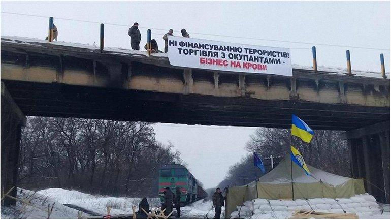 Активисты намерены взять под контроль все ж/д сообщения с Россией  - фото 1