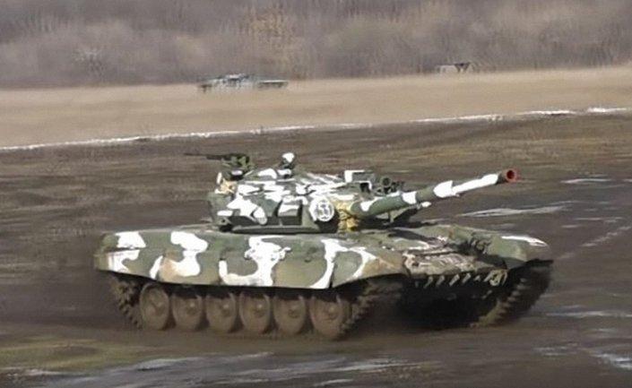 Боевики показали привезенные из России танки Т72М - фото 1