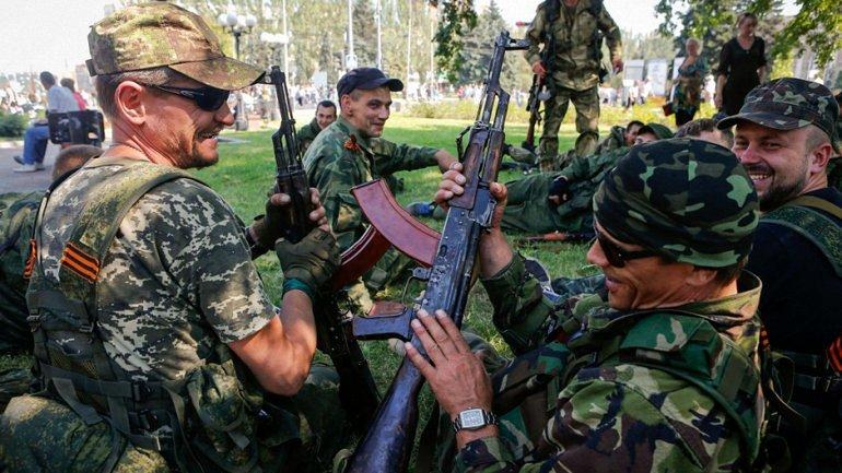 Боевиков попросили не трогать вещи, которые им не принадлежат - фото 1