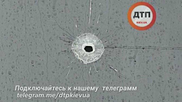 Злоумышленник стрелял по патрульным через лобовое стекло маршрутки - фото 1