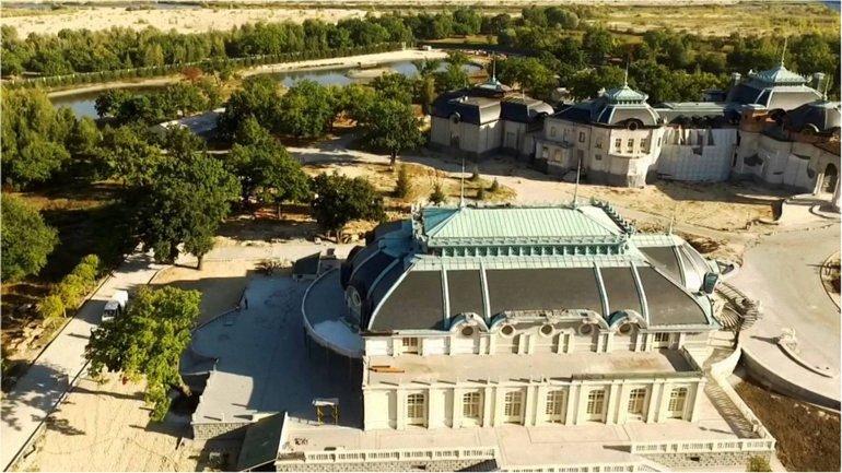 """Опустевший после революции """"Версаль"""" - фото 1"""