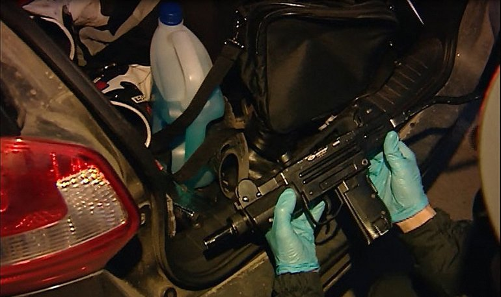 У задержанных обнаружено также оружие  - фото 1