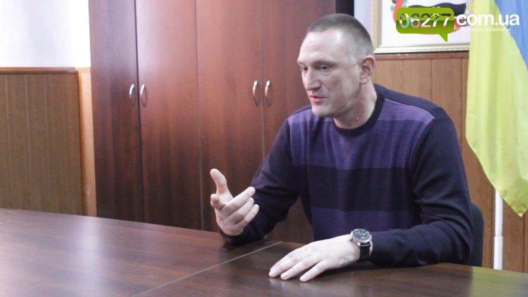 Мэр Доброполья убрал государственную символику с улиц города - фото 1