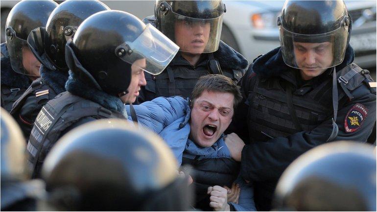 Задержанных будет опрашивать Следственный комитет РФ  - фото 1