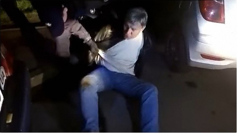 Отбивался ногами от полиции: бывший чиновник МВД устроил пьяный дебош - фото 1