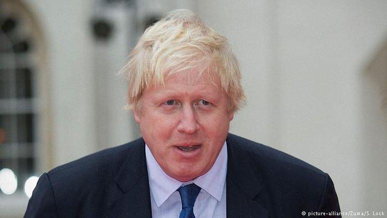 Борис Джонсон будет инициировать новые санкции после химатаки в Сирии - фото 1