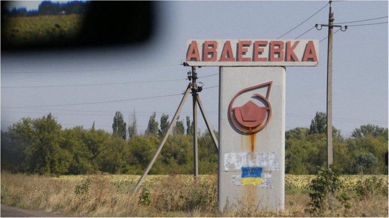 Ремонтные бригады пытаются создать альтернативное энергоснабжение Авдеевке - фото 1