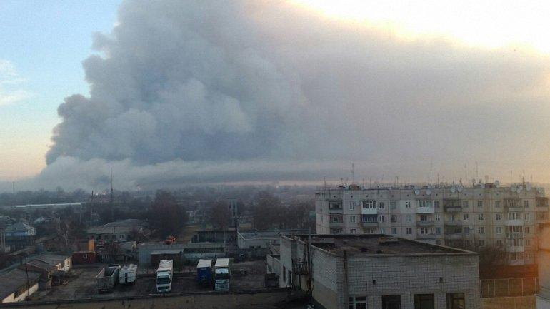Следователи считают, что взрывчатку с беспилотников на склады в Балаклее запустили гражданские - фото 1