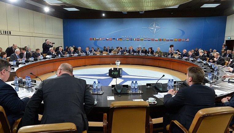 На встрече глав МИД НАТО искали решение агрессии РФ в Украине - фото 1