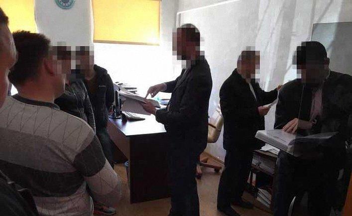 Во время обысков следователи нашли улики против таможенников - фото 1