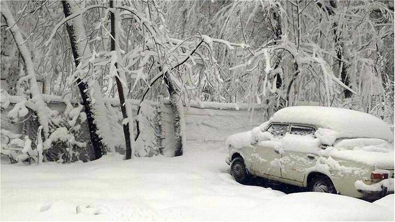 В Днепре из-за снегопадов образовались пробки на дорогах  - фото 1
