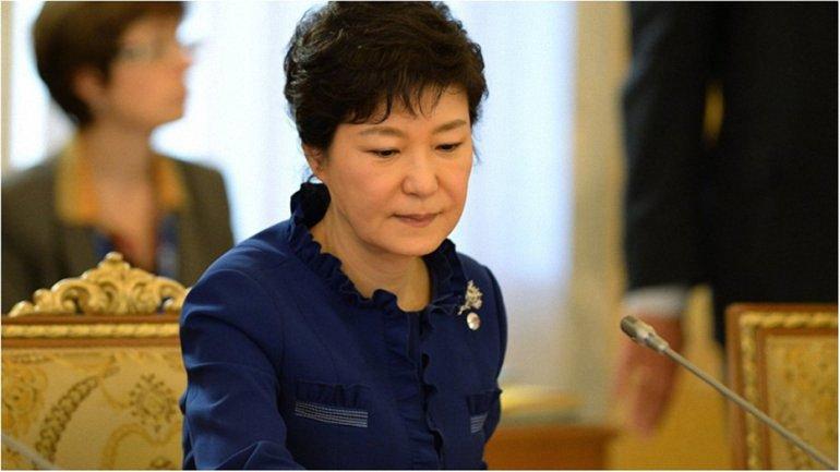 Пак Кын Хе и Син Дон Бина обвиняют во взяточничетсве и разворовывании 6,16 млн долларов - фото 1