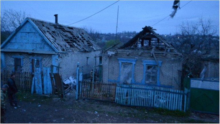Боевики разрушили уже 6 жилых домов  - фото 1