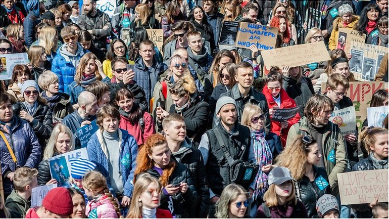 На митинге собрались более тысячи человек - фото 1