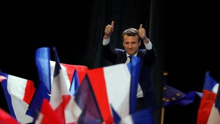 Во Франции прошел первый тур выборов на пост галвы страны - фото 1
