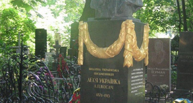 Вандалы похитили бронзовые элементы памятника - фото 1