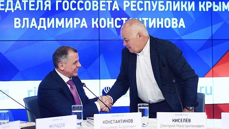 Киселев пришел на презентацию оккупанта Константинова - фото 1