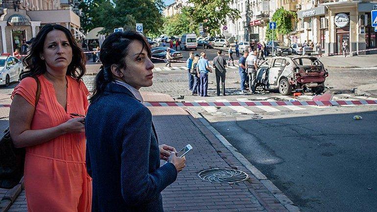 Хатия Деканоидзе на место убийства журналиста - фото 1
