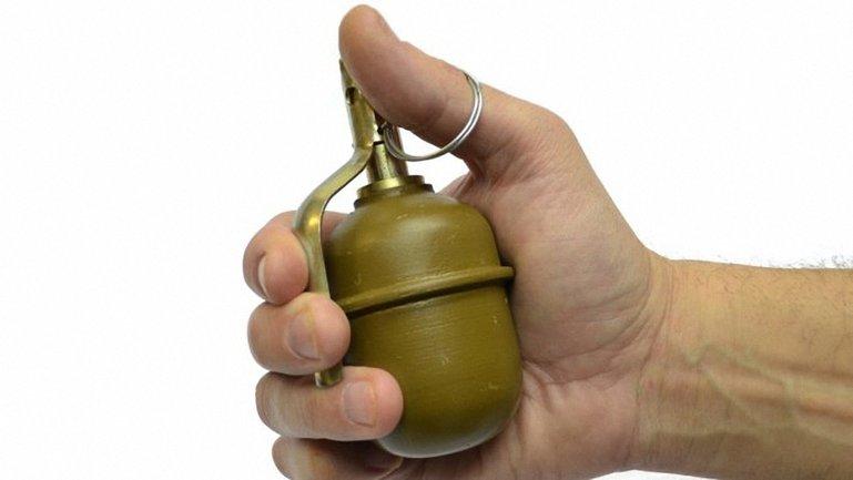 Пьяный боевик решил для развлечения бросить боевую гранату во двор жилого дома - фото 1