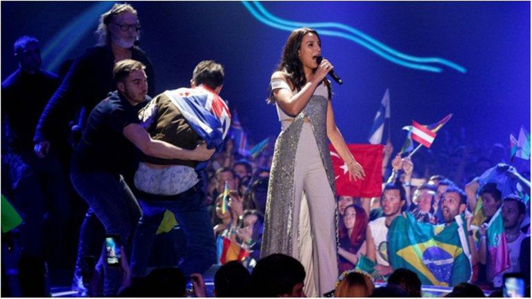 Из миллиона гривен за выступление, на руки Джамала получила 360 тысяч гривен - фото 1