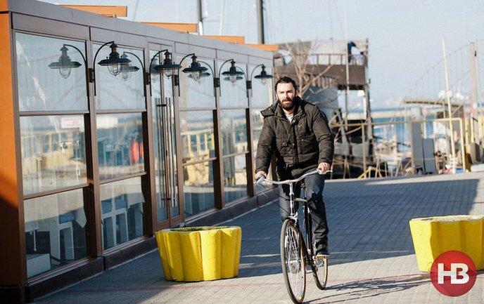 Эйдан Тернер прогуливается по Одессе - фото 1