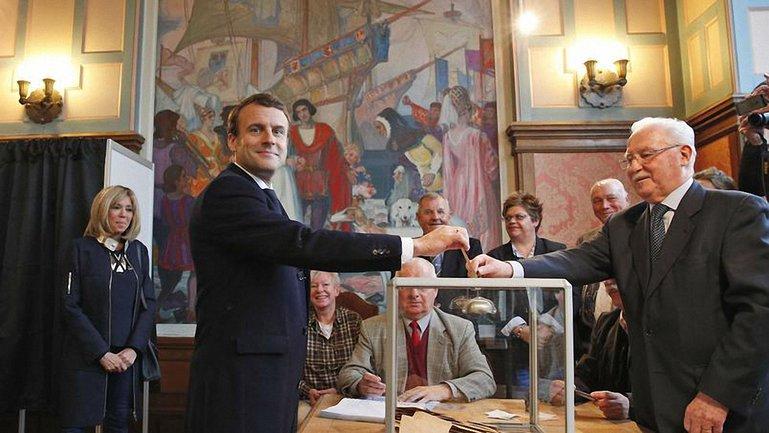 Макрон победил Ле Пен в двох турах - фото 1