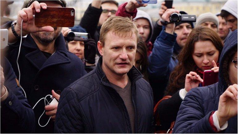 Нападавший на Навального виновен в преступлениях против Украины - фото 1