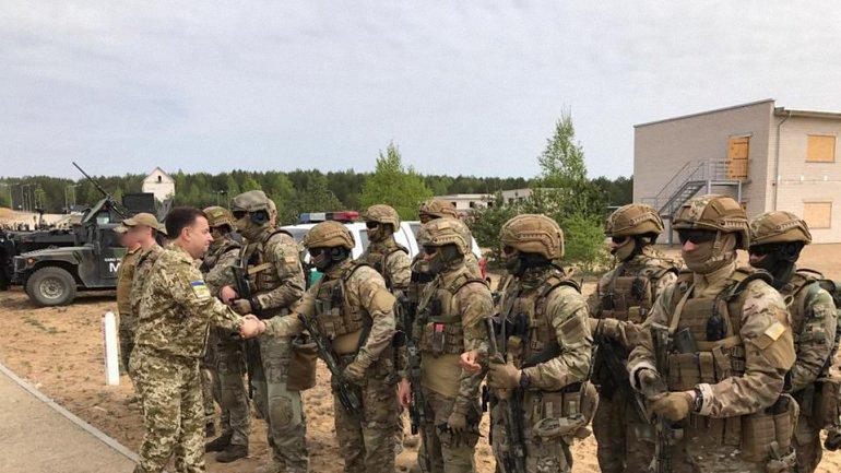 Украина должна стремиться к достижению стандартов НАТО - фото 1
