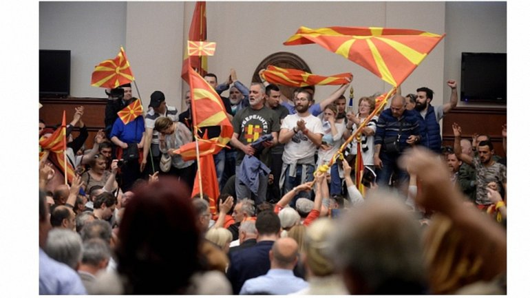 Македонский парламент как поле битвы - фото 1