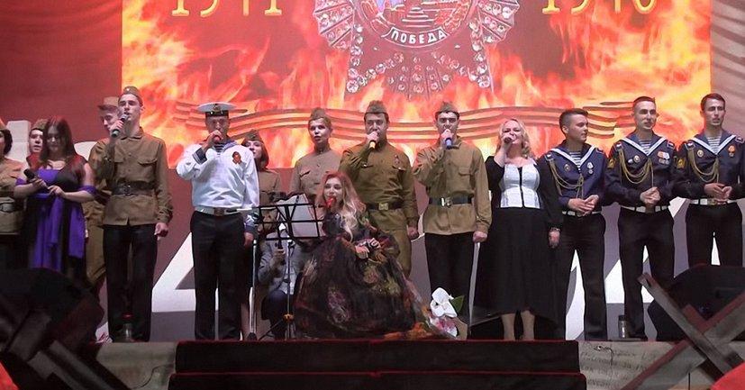 Запрещенная в Украине Юлия Самойлова снова дала концерт в оккупированном Крыму - фото 1